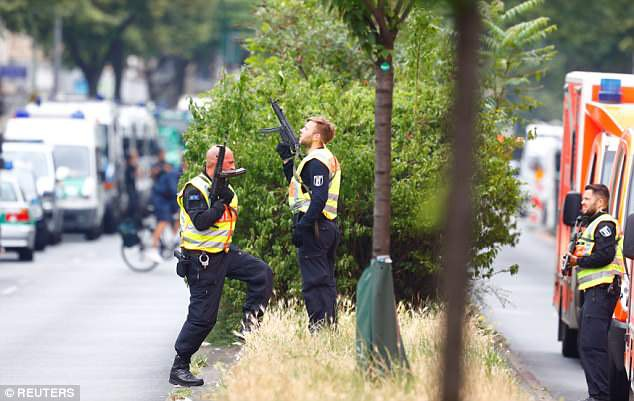 Trường tiểu học ở Berlin sơ tán vì tình nghi có đối tượng mang súng - Ảnh 1.