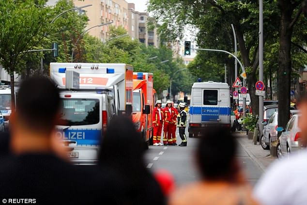Trường tiểu học ở Berlin sơ tán vì tình nghi có đối tượng mang súng - Ảnh 2.