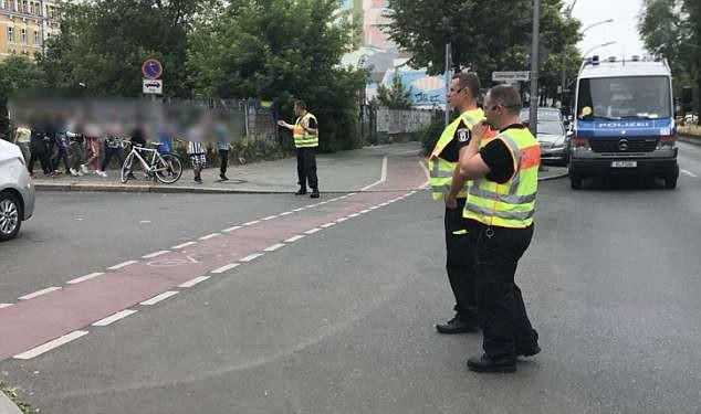 Trường tiểu học ở Berlin sơ tán vì tình nghi có đối tượng mang súng - Ảnh 4.