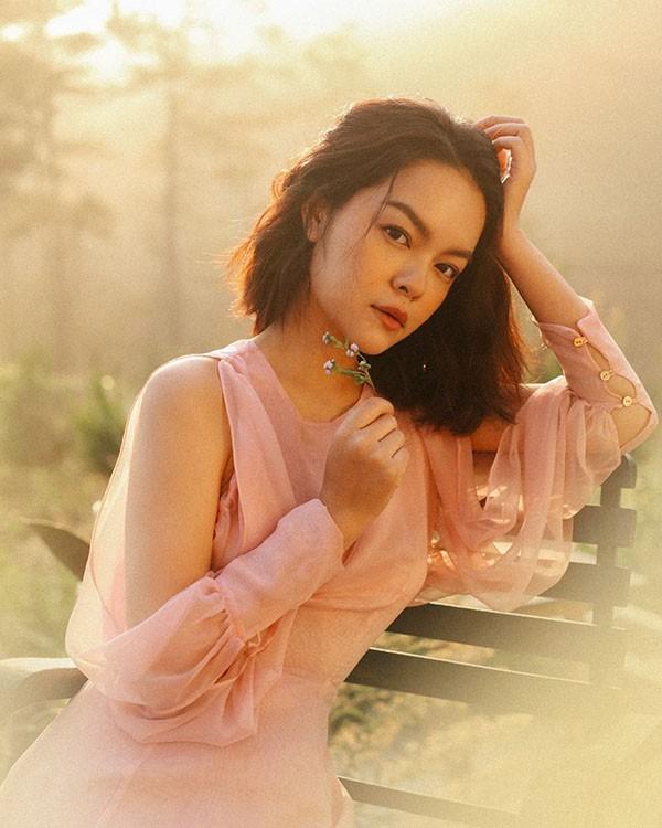 Phạm Quỳnh Anh trở lại làng nhạc với MV Tất cả sẽ thay em - Ảnh 1.