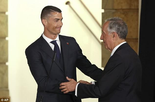 Ronaldo bảnh bao diện kiến Tổng thống Bồ Đào Nha trước thềm World Cup 2018 - Ảnh 2.