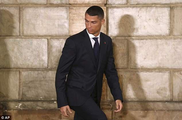 Ronaldo bảnh bao diện kiến Tổng thống Bồ Đào Nha trước thềm World Cup 2018 - Ảnh 3.