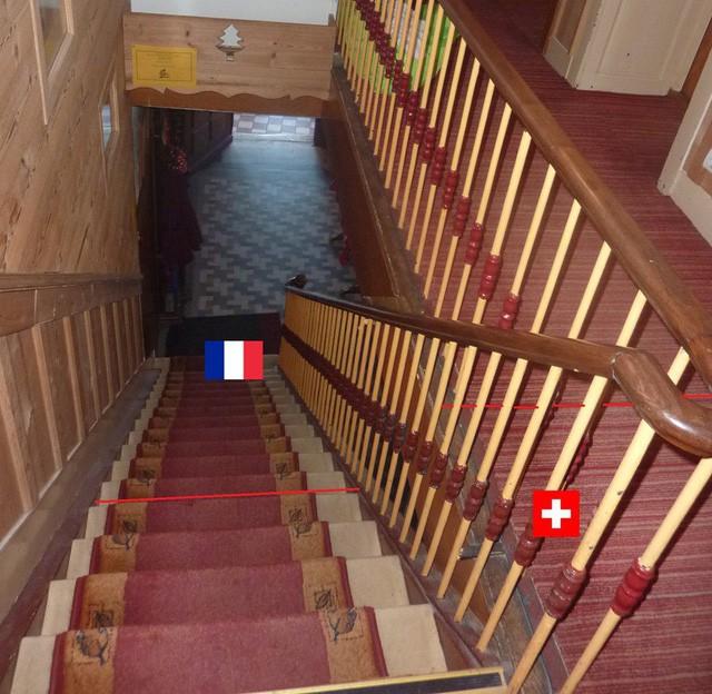 """Khách sạn kỳ lạ nơi du khách """"ngủ ở Thụy Sỹ, nhưng tắm ở Pháp"""" - Ảnh 4."""