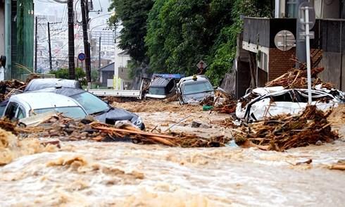 Nhật Bản vật lộn với hậu quả lũ lụt lớn nhất trong nhiều thập kỷ - Ảnh 1.