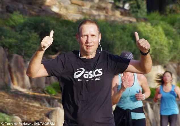 Bác sĩ Australia nhận tin cha mất ngay sau khi giải cứu thành công đội bóng Thái Lan - Ảnh 2.