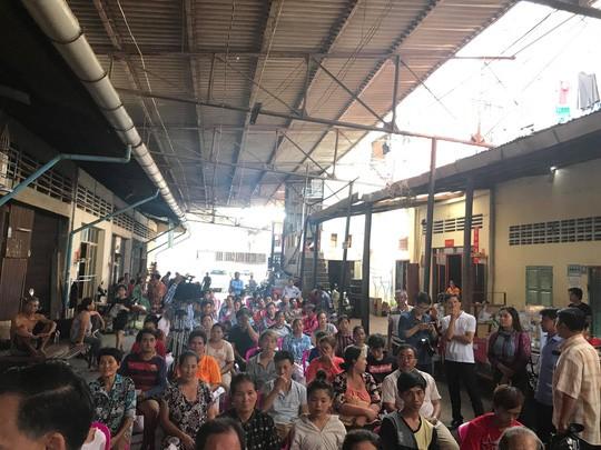 Đại sứ quán Việt Nam hỗ trợ kiều bào Campuchia sau vụ hỏa hoạn - Ảnh 5.