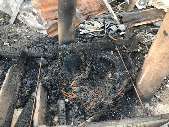 Đại sứ quán Việt Nam hỗ trợ kiều bào Campuchia sau vụ hỏa hoạn - Ảnh 2.