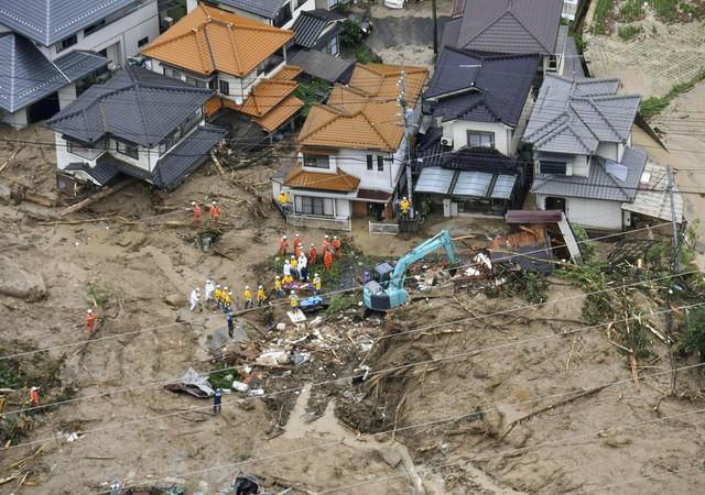 Nhật Bản căng mình đối phó với hậu quả lũ lụt lớn nhất gần 4 thập kỷ - Ảnh 2.