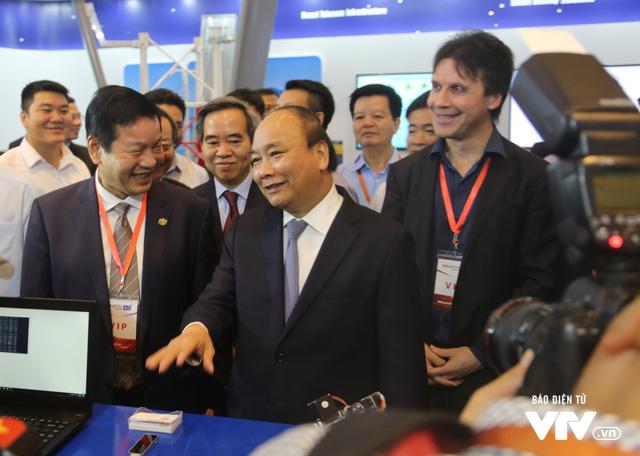 Thủ tướng tham dự Diễn đàn cấp cao và Triển lãm quốc tế về công nghiệp 4.0 - Ảnh 1.