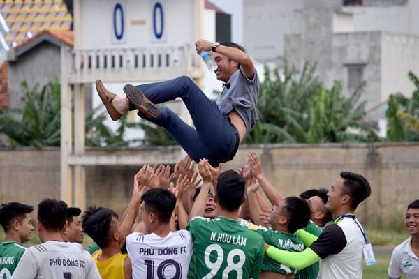 Thắng luân lưu nghẹt thở, Phù Đổng FC thăng hạng Nhất mùa bóng 2019 - Ảnh 2.