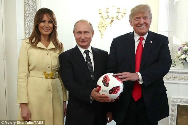 Tổng thống Putin tặng quả bóng World Cup 2018 cho ông Trump - Ảnh 5.