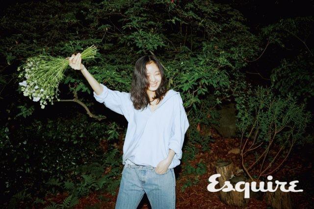 Kim Go Eun tự tin khoe mặt mộc trong bộ ảnh mới - Ảnh 1.