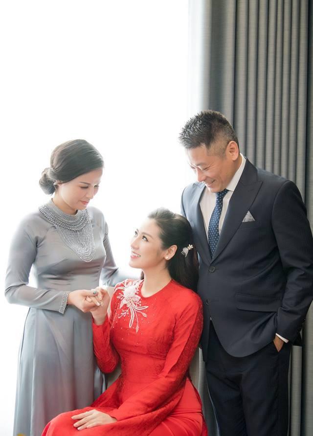Á hậu Tú Anh xúc động trong lễ vu quy ngày Hà Nội mưa ngập - Ảnh 7.