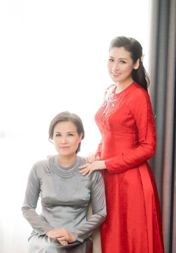 Á hậu Tú Anh xúc động trong lễ vu quy ngày Hà Nội mưa ngập - Ảnh 8.