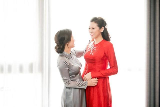 Á hậu Tú Anh xúc động trong lễ vu quy ngày Hà Nội mưa ngập - Ảnh 9.
