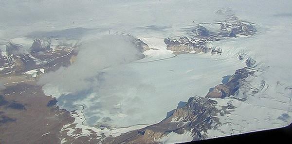Hy hữu tuyết rơi trên sa mạc khô cằn nhất thế giới - Ảnh 4.