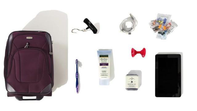 Bên trong hành lý xách tay của các tiếp viên hàng không có gì? - Ảnh 4.