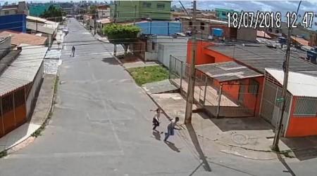 Nữ sinh tay không đánh cướp có vũ trang - Ảnh 4.