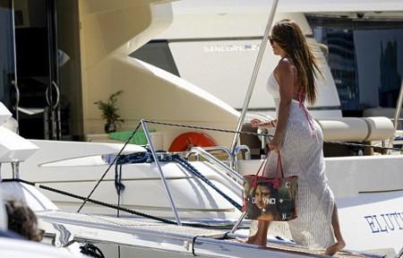 Quên đi kỳ World Cup thất vọng, Messi vui vẻ đi du lịch cùng vợ con - Ảnh 4.