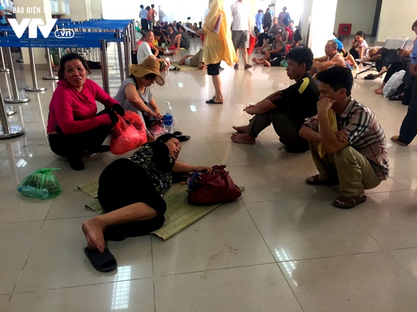 Bệnh viện Hà Nội tăng cường biện pháp chống nóng cho người bệnh - Ảnh 2.