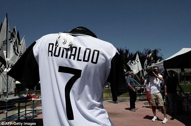 Sau FIFA World Cup™ 2018, Ronaldo tranh thủ hưởng nắng Hè cùng bạn gái trước khi sang Juventus - Ảnh 5.
