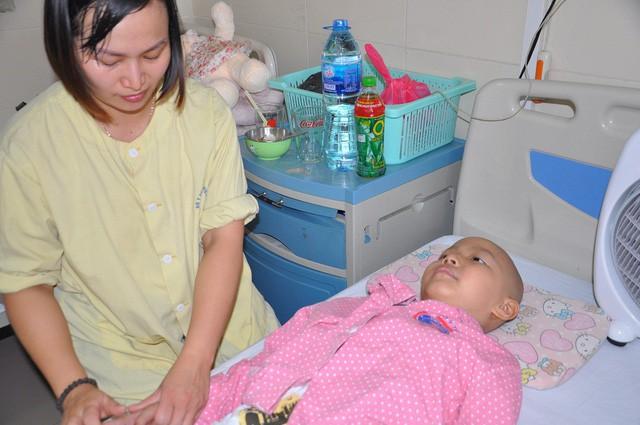 Đau đáu ánh mắt cậu bé 7 tuổi bị ung thư xương - Ảnh 3.