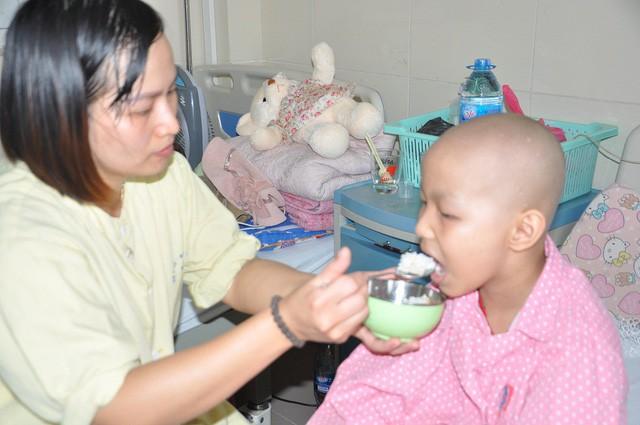 Đau đáu ánh mắt cậu bé 7 tuổi bị ung thư xương - Ảnh 4.