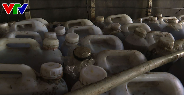 Đắk Lắk: Phát hiện vụ vận chuyển trên 6.000 lít dầu ăn không rõ nguồn gốc - Ảnh 2.