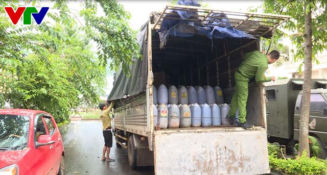 Đắk Lắk: Phát hiện vụ vận chuyển trên 6.000 lít dầu ăn không rõ nguồn gốc - Ảnh 1.