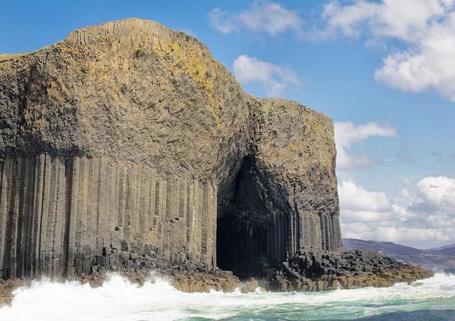 Lạc lối trong 8 hang động biển đẹp nhất thế giới - Ảnh 1.