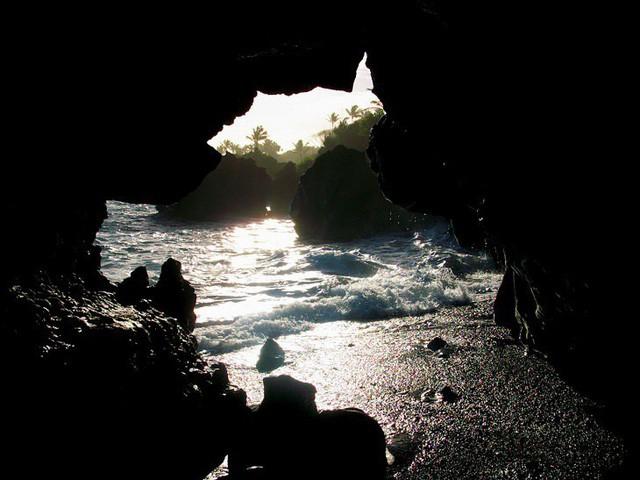 Lạc lối trong 8 hang động biển đẹp nhất thế giới - Ảnh 12.