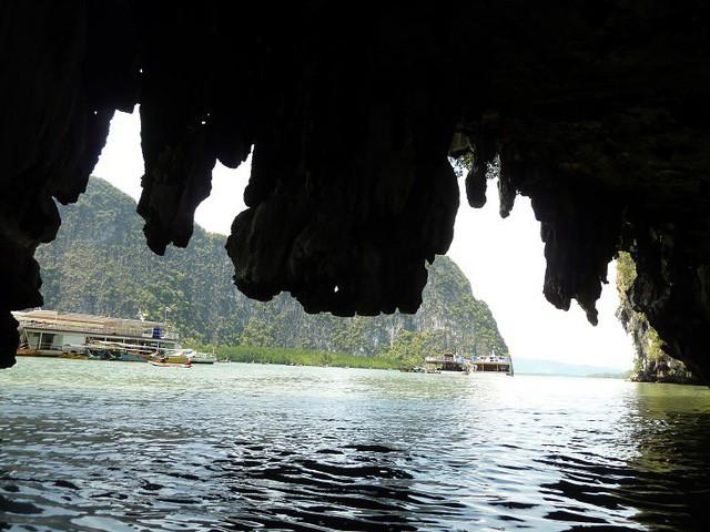 Lạc lối trong 8 hang động biển đẹp nhất thế giới - Ảnh 14.