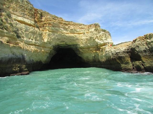 Lạc lối trong 8 hang động biển đẹp nhất thế giới - Ảnh 5.
