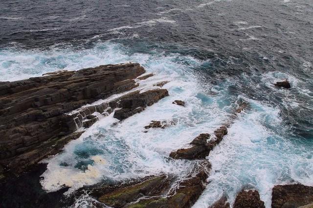 Lạc lối trong 8 hang động biển đẹp nhất thế giới - Ảnh 9.