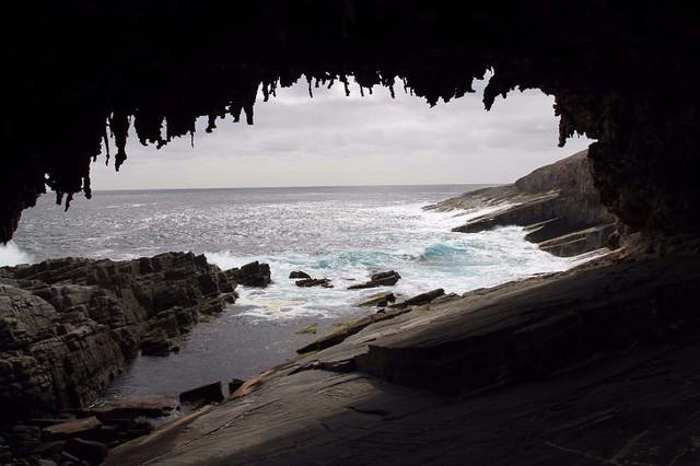 Lạc lối trong 8 hang động biển đẹp nhất thế giới - Ảnh 10.