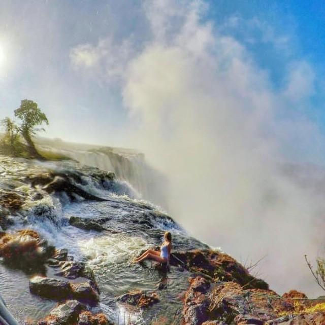 Những bể bơi tự nhiên đẹp mê hồn khắp thế giới - Ảnh 2.