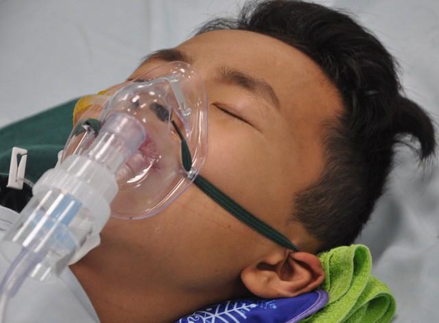Ánh mắt đau đáu của cậu bé 12 tuổi phải cắt phổi - Ảnh 5.