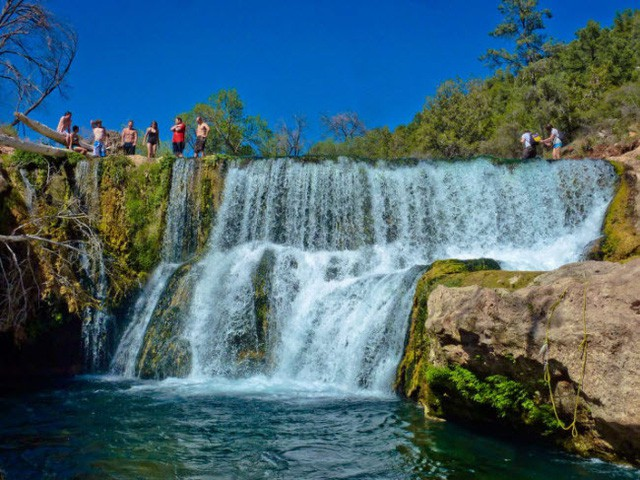 Những bể bơi tự nhiên đẹp mê hồn khắp thế giới - Ảnh 4.