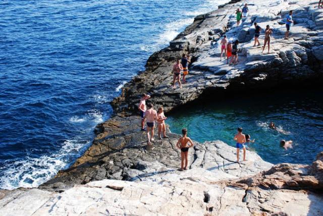 Những bể bơi tự nhiên đẹp mê hồn khắp thế giới - Ảnh 8.