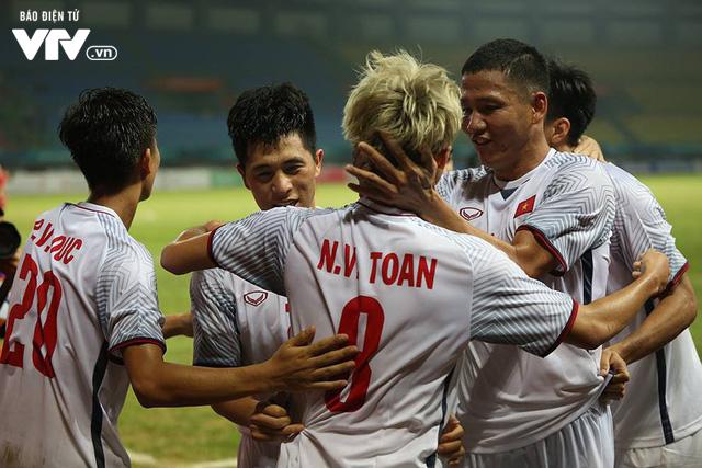 Olympic Việt Nam vào bán kết ASIAD 2018: Các tour sang Indonesia đắt khách - Ảnh 2.
