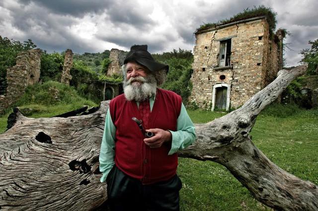 """Đến thăm những ngôi làng """"ma ám"""" - Ảnh 3."""