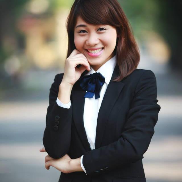 Ngắm phong cách thời trang đa dạng, cá tính của MC Minh Trang - Ảnh 2.