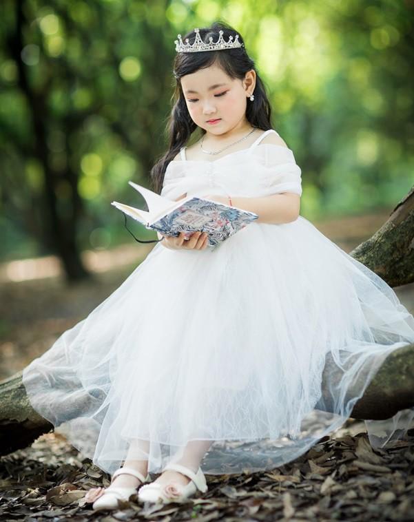 Hà Anh gây bất ngờ với bộ ảnh Công chúa lạc trong rừng - Ảnh 2.
