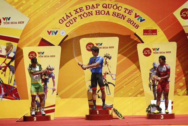 Tổng hợp chặng 12 giải xe đạp VTV Cup Tôn Hoa Sen 2018: Im Jaeyeon nhất chặng, củng cố áo xanh! - Ảnh 2.