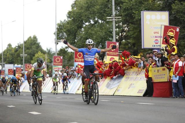 Tổng hợp chặng 12 giải xe đạp VTV Cup Tôn Hoa Sen 2018: Im Jaeyeon nhất chặng, củng cố áo xanh! - Ảnh 1.