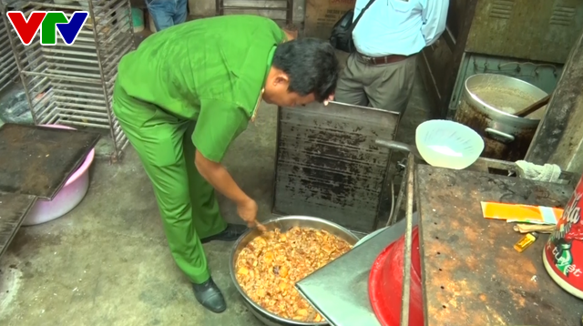 Quảng Nam: Tạm đình chỉ hoạt động một cơ sở sản xuất bánh trung thu - Ảnh 3.