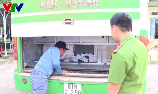 Bắt chiếc xe khách độ chế hầm để chở 3.500 gói thuốc Jet nhập lậu - Ảnh 1.