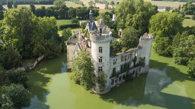 Tòa lâu đài nghìn năm tuổi sống lại nhờ điều kỳ diệu - Ảnh 2.