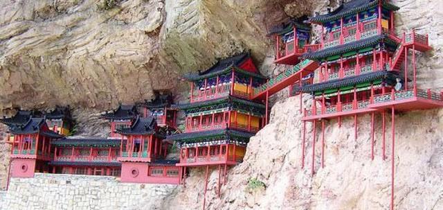 Bí ẩn về ngôi chùa chênh vênh trên vách đá hơn 1500 năm - Ảnh 2.