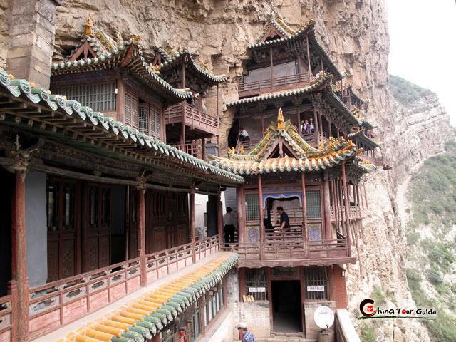 Bí ẩn về ngôi chùa chênh vênh trên vách đá hơn 1500 năm - Ảnh 4.